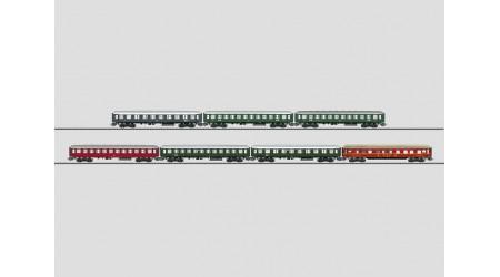 """Märklin 00766 Display mit 12 """"Tin Plate""""-Personenwagen"""